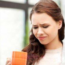 احساس مزه تلخ در دهان می تواند از عوامل مختلفی مانند عدم رعایت بهداشت دهان و دندان، مشکلات گوارشی یا سبک زندگی شما ناشی شود.