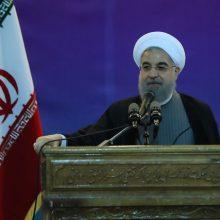 روحانی در لرستان : حسن روحانی تاکید کرد که ما راه اتحاد و خدمت به ملت صددرصدی را انتخاب کردهایم.میخواهیم همه سیاسیون و اقوام، ایران متحد را تشکیل دهند