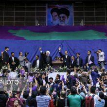 حسن روحانی در اهواز در واکنش به انصراف اسحاق جهانگیری از ادلمه فعالیتهای انتخاباتی، تصریح کرد: من از این سرباز فداکار انقلاب و ملت تشکر میکنم.