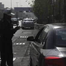 سرهنگ علی اصغر مهری همچنین درباره شیشه خودروهای تولید داخل نیز گفت: هیچکدام از خودروهای داخل، با شیشه دودی تولید نمیشود.