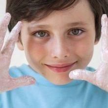متخصصان در آمریکا نشان دادهاند این ایده که شستن دست با آب گرم بیش از شستن با آب سرد در از میان بردن میکروبها موثر است، صحت ندارد.