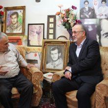 استاندار در دیدار با خانواده شهیدان عباس مختاری وسید حسین حسنی که در آستانه اولین شب قدر برگزار شد، با اشاره به مجاهدتهای رزمندگان در دوران دفاع مقدس