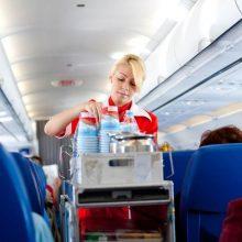در هواپیما چای و قهوه ننوشید :خیلیها ترجیح دهند کاری کنند که طول پرواز خواب باشندوسختی کمتری بکشند اما برای این هدف یادتان باشد در هواپیما کافئین نخورید.