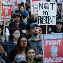 به گزارش شبکه تلویزیونی پرس تی وی هزاران شهروند آمریکا با برگزاری تظاهرات، استیضاح ترامپ رئیس جمهور این کشور را خواستار شدند.