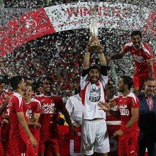از ساعت ۲۱ امشب در ورزشگاه آزادی دیدار سوپرجام فوتبال ایران بین پرسپولیس (قهرمان لیگ) و نفت تهران (قهرمان جام حذفی) آغاز شد.
