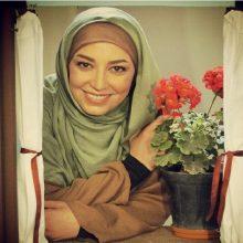 شیرین صمدی از بازیگری تئاتر شروع کرده از اصفهان سال ۷۶ و اوایل ۷۷٫ دوره ۱۴ داور کودک و نوجوان بوده، وقتی که ۱۵ ساله بوده وبعد از آن داور سازمان ملی