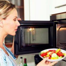 استفاده از دستگاه مایکرووِیو برای پخت و پز غذا گفته میشود، تاکنون هیچ مدرک و سند علمی و معتبری مبنی بر سرطانزا شدن غذا یا آسیب ژنتیک به مصرفکننده ...