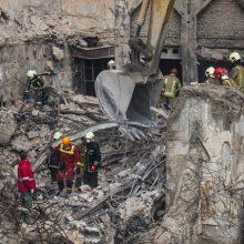 سخنگوی کمیسیون عمران مجلس شورای اسلامی گزارش این کمیسیون در خصوص آتش سوزی و عوامل حریق ساختمان پلاسکو را در جلسه علنی امروز (چهارشنبه) مجلس قرائت کرد.