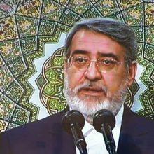 عبدالرضا رحمانی فضلی در مراسم تنفیذ حکم ریاست جمهوری حسن روحانی توسط رهبر انقلاب که هم اکنون در حسینیه امام خمینی (ره) در حال برگزاری است،