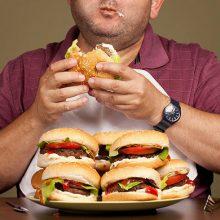 چاقی و پرخوری ، احتمال ابتلا به بیماریهای مزمن مانند بیماریهای قلبی ــ عروقی، افزایش چربیهای خون، فشار خون بالا، دیابت، ناراحتی مفاصل و ... را افزایش میدهد.