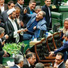 نماینده مردم شیراز در مجلس ضمن توضیح درباره عکس سلفی با موگرینی ، تصریح کرد: از آنچه که خاطر مردم عزیز را مکدر میسازد عمیقا ابراز تاسف و عذرخواهی میکنم.