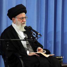 حضرت آیتالله خامنهای صبح امروز در ابتدای جلسه درس خارج فقه با انتقاد شدید از سکوت و بیعملی مجامع جهانی و مدعیان حقوق بشر در قبال فجایع میانمار تصریح