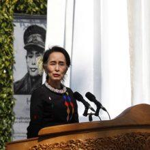بیش از ۴۰۰ هزار نفر با امضای طوماری اینترنتی خواستار پس گرفتن جایزه صلح نوبل از آنگ سان سوچی، رهبر دو فاکتوی میانمار به دلیل سکوتش در برابر کشتار مسلمانان
