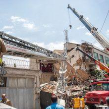 در حادثه سقوط جرثقیل ، راننده جان خود را از دست داد و یک کارگر دیگر نیز که در محل مشغول کار بود، زخمی و به بیمارستان منتقل شد.
