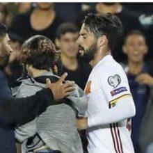 یک صهیونیست پس از اتمام بازی اسپانیا با رژیم اشغالگر قدس به ستاره رئال مادرید با چاقو حمله ور شد. حمله صهیونیست چاقوکش به ایسکو
