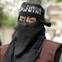 از مهمترین زنانی که برای تروریستهای زن داعش فتوا صادر میکنند، ایمان البغا است. ایمان در سال ۲۰۱۴ بعد از کنار گذاشتن تدریس در دانشگاه الدمام عربستان سعودی