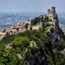 جمعیت « ناپل کوچک » در ایتالیا به شدت روبه کاهش است و شهردار آن قصد دارد با پرداخت پول به افرادی که مقیم این شهر میشوند، شهرش را زنده نگه دارد.
