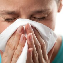 بیش از ۲۰۰ نوع ویروس در بروز سرماخوردگی نقش دارند. متداولترین آنها راینوویروسهای انسانی (HRV) هستند که به تنهایی مسئول ۴۰ درصد از انواع سرماخوردگیها