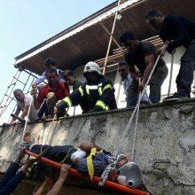 بی احتیاطی و نداشتن محافظ ایمنی موجبات سقوط کارگر و مصدومیت شدید کارگر را فراهم کرد.این حادثه در ساعت 11:05 دقیقه صبح امروز 30 مهر 96 به مرکز