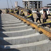 مدیرکل راه و شهرسازی استان گیلان گفت: ریل گذاری ۱۴۵ کیلومتر از راه آهن رشت – قزوین انجام شده و زیرسازی آن نیز افزون بر ۹۸ درصد پیشرفت فیزیکی دارد.