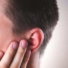بیماریها و مشکلات مختلفی میتوانند موجب قرمز شدن گوشها شوند که برخی از آنها شامل موارد زیر است: سندرم گوش قرمز:این عارضه بیماری نادری است