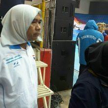 سرپرست فنی فدراسیون کبدی که بعد از مسابقات از سمتش برکنار شد، میگوید که دختر رییس فدراسیون روسری بر سر مربی مرد تایلندی کرد و او را به داخل زمین برد.