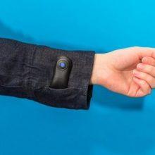 این ژاکت هوشمند همچنین در برابر سرما و گرما به صورت کاملا هوشمند از بدن شما محافظت میکند و در صورتی که باد سرد به سمت شما بوزد، این ژاکت شروع ب