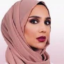 آمنه خان مدل محجبه که در این تبلیغ حضور یافته بر این عقیده است که این کار او روحیه زنان جوان تقویت کرده و به آنان اعتماد به نفس میبخشد. در این تبلیغ وی در کنار شریل تودی