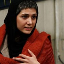 """باران کوثری که با فیلم """"عرق سرد"""" در نقش یک فوتبالیست زن در جشنوارهی فیلم فجر حضور دارد،گفت:من گزیدهکار نیستم و اگر فیلمنامهای خوب باشد میپذیرم و دوست دارم"""