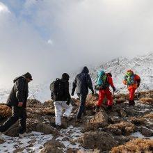 از صبح امروز نیروهای امدادی و تیم های عملیاتی با بسیج تمام امکانات، جست وجوی خود را برای یافتن ردی از لاشه هواپیمای سقوط کرده تهران - یاسوج آغاز کردند. روز دوم جستوجوی لاشه هواپیما