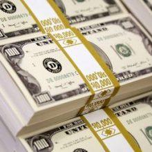 در بازار امروز - شنبه - دلار آمریکا در ادامه حرکت کاهشی روزهای اخیرش ۴۴۸۰ تومان عرضه میشود و سکه تمام یک میلیون و ۴۷۸ هزار تومان قیمت دارد.