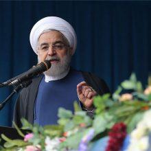 روحانی در کرمان با بیان اینکه مردم هستند که در کنار دولت میتوانند موجب پیشرفت کشور شوند، گفت که بدون حضور، نظر و رای مردم و حتی بدون انتقاد مردم نمیتوانیم مسیر پیشرفت و سعادت را بپیماییم.