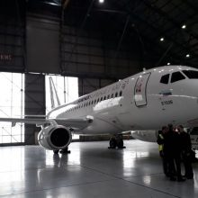 یک فروند هواپیمای سوپر جت 100 روسی ساعت 7 امروز در فرودگاه مهرآباد به زمین نشست تا در معرض دید شرکت های هواپیمایی ایرانی قرار گیرد.
