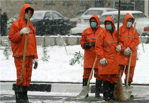 لباسشان نارنجی است و دلشان آبی، نان بازویشان را می خورند، نان آفتاب خوردن هایشان را و نان کبودی دستانشان را از سردی بی رحم هوا در فصل خوب زمستان، می گویند کار برای مرد حکم جهاد دارد