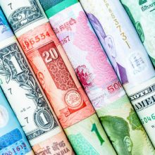 بانک مرکزی نرخ تبادلی ۳۹ ارز را برای امروز اعلام کرد که طی آن نرخ ۵ ارز کاهش و قیمت ۲۲ واحد پولی دیگر افزایش یافت؛ همچنین نرخ ۱۲ ارز دیگر نیز ثابت ماند البته نرخ دلار نیز افت کرد. افزایش نرخ رسمی ۲۲ ارز