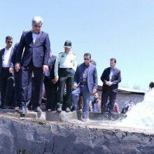 استاندار گیلان ظهر امروز از ایستگاه پمپاژ آب زراعی در روستای دستک شهرستان آستانه اشرفیه بازدید کرد.