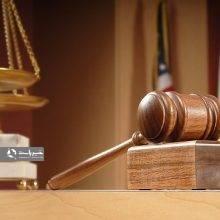 در قانون مجازات اسلامی آمده است: افشای اسرار خصوصی دیگران را جرم دانسته و مجازات آن را جزاینقدی و تا دو سال حبس درنظر گرفته است و چت ها و ایمیل ها و متن ها؛ افشای «چت» و «اسکرین شات»