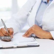 پزشکان بدخط و پزشکانی که خط ناخوانا در نسخ پزشکی خود دارند، به منظور جلوگیری از بروز مشکل برای بیماران، از این سازمان تذکر میگیرند.