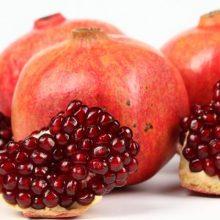 انارها پر از مواد مغذی مورد نیاز برای سلامت بدن هستند. آنتی اکسیدان های مختلف در آن ها از قلب محافظت و از سرطان جلوگیری می کند . فواید انار