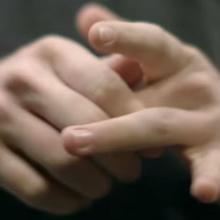 شکستن انگشتان دست امری معمول و گاهی اوقات لذتبخش برای برخی افراد است اما این کار میتواند در برخی موارد مضر باشد.