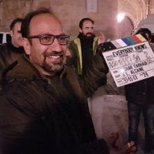 اصغر فرهادی درباره فیلم «همه می دانند» می گوید: در داخل ايران چون حقوق پخش آن متعلق به من است با وجود اينکه فيلم زودتر منتشر شده، نهتنها با ديدهشدنش مشکلي ندارم،
