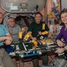 میز ناهار در فضا چطور چیده میشود؟/ عکس از ایستگاه فضایی