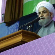 حسن روحانی در زنجان گفت: صدا و سیمایی که همه کارکنانش زحمت کشاند گرفتار یک باند سیاسی است؛ به جای شورای نگهبان از جوانان می خواهم نظارت کنند.