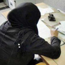 با هوشیاری حفاظت دادگستری تهران خانمی که تصویر وی در فضای مجازی در حال آتش زدن اوراق قرآن کریم بود در حین ورود به یکی مجتمع های قضایی شناسایی و دستگیر شد.