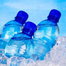 معاون اداره کل نظارت بر فرآورده های غذایی سازمان غذا و دارو، احتمال تقلبی بودن آب های بسته بندی قاچاق در سوپرمارکت ها را تایید کرد.