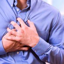 درد قفسه سینه همواره نشانه ای هشدار دهنده محسوب می شود، زیرا به طور معمول ترس از ابتلا به بیماری قلبی را افزایش می دهد.