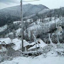 بارش برف پاییزی در گیلان . در تصویر زیر بارش امروز برف پاییزی در اشکورات گیلان را میبینید.
