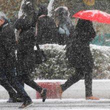 مدیرکل هواشناسی گیلان با بیان اینکه دمای هوای گیلان از فردا تا ۱۳ درجه سانتی گراد کاهش می یابد، از بارش برف و باران درگیلان خبر داد.