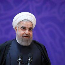 روحانی : مردم به حق می گویند ما را ببینید. رییس جمهور وظیفه همه مسوولان را خدمت به دین، انقلاب، کشور و مردم دانست و با بیان اینکه اگر با جان بپذیریم مردم همه کاره کشورند،