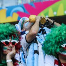 مسئول کمیته بلیت فروشی جام جهانی میگوید فقط ۱۱۰۰ نفر برای خرید بلیتهای بازی ایران در جام جهانی نام نویسی کردند.با رایزنی فدراسیون فوتبال و فدراسیون جهانی فوتبال (فیفا)، بلیت فروشی جایگاههای